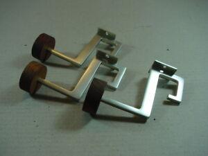 3-Stueck-Garderobenhaken-aus-den-60er-Jahren-Aluminium-Haken-sachliches-Design