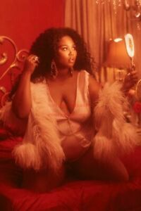 7 LIZZO Hollywood Celebrity Art Photo Poster 24 inch X 36 inch