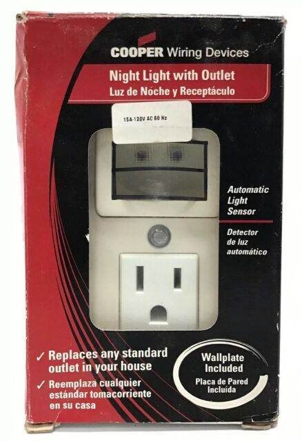Cooper Wiring Devices 7733W-L 3-Wire Receptacle Combo Nightlight with  Outlet Wht