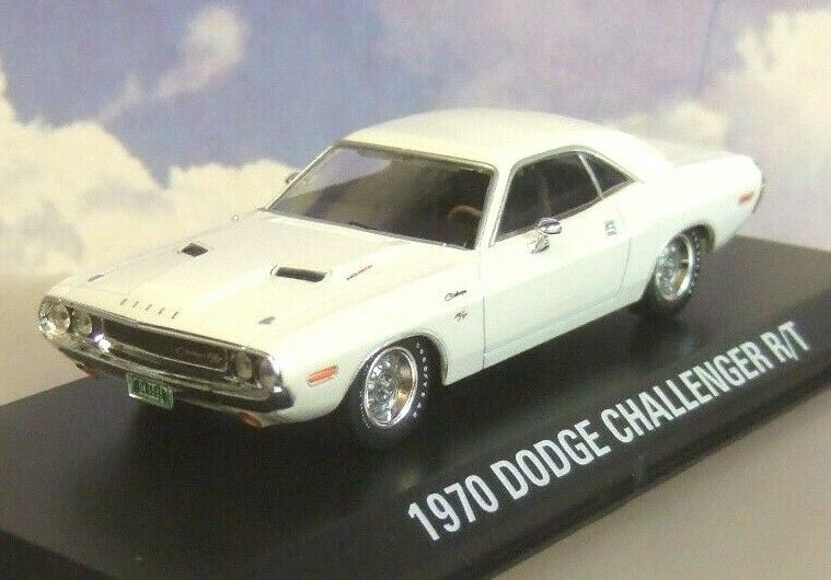 GREENLIGHT 1 43 1970 DODGE CHALLENGER R T IN WHITE  VANISHING POINT  CAR 86301
