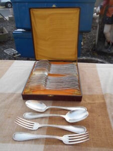 MENAGERE-24-Pieces-EPOQUE-1930-50-DE-STYLE-LOUIS-16-EN-METAL-ARGENTE