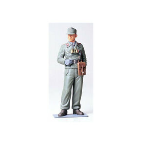 36301-Tamiya-Wehrmacht-Tank-Crewman-1-16th-Plastic-Kit-Military