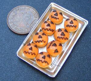 1;12 Échelle 8 Halloween Donuts Sur Un Plateau Miniatures Maison De Poupées Nous Prenons Les Clients Comme Nos Dieux
