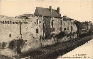 CPA St-ÉMILION - Les Grands Fossés - Les Remparts (140374)