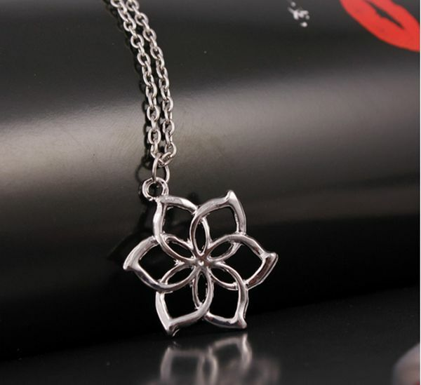 2017 New  lord of the rings Elves Galadriel Queen hobbit flower pendant necklace