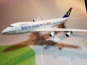 FLIGHT-MINATURE-SOUTH-AFRICAN-CARGO-747-200-1-250-SCALE-PLASTIC-SNAPFIT-MODEL