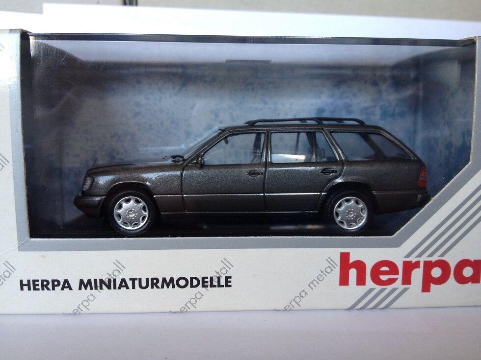 con 60% de descuento Herpa Herpa Herpa 1 43 Mercedes E320 T-Modell 070126  liquidación hasta el 70%