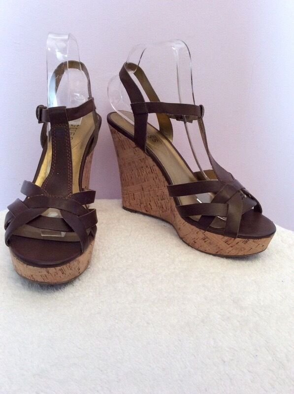 GUESS DARK BROWN LEATHER CORK WEDGE HEELS SIZE 6/39