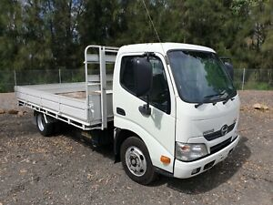 2014-Hino-300-616-turbo-Automatic-car-licence-table-top-tray-truck