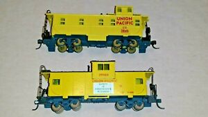 HO-Scale-Athearn-Blue-Box-Union-Pacific-Center-and-End-Cupola-Cabooses