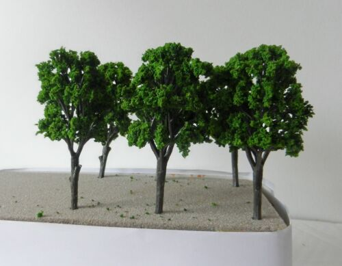 10 x DEEP GREEN MODEL TREES 10 cm SCENERY FOR MODEL RAILWAY OO HO SCALE NEW B11