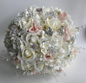informazioni per e9616 96fd0 Dettagli su Bouquet gioiello con fiori in foam e spille gioiello