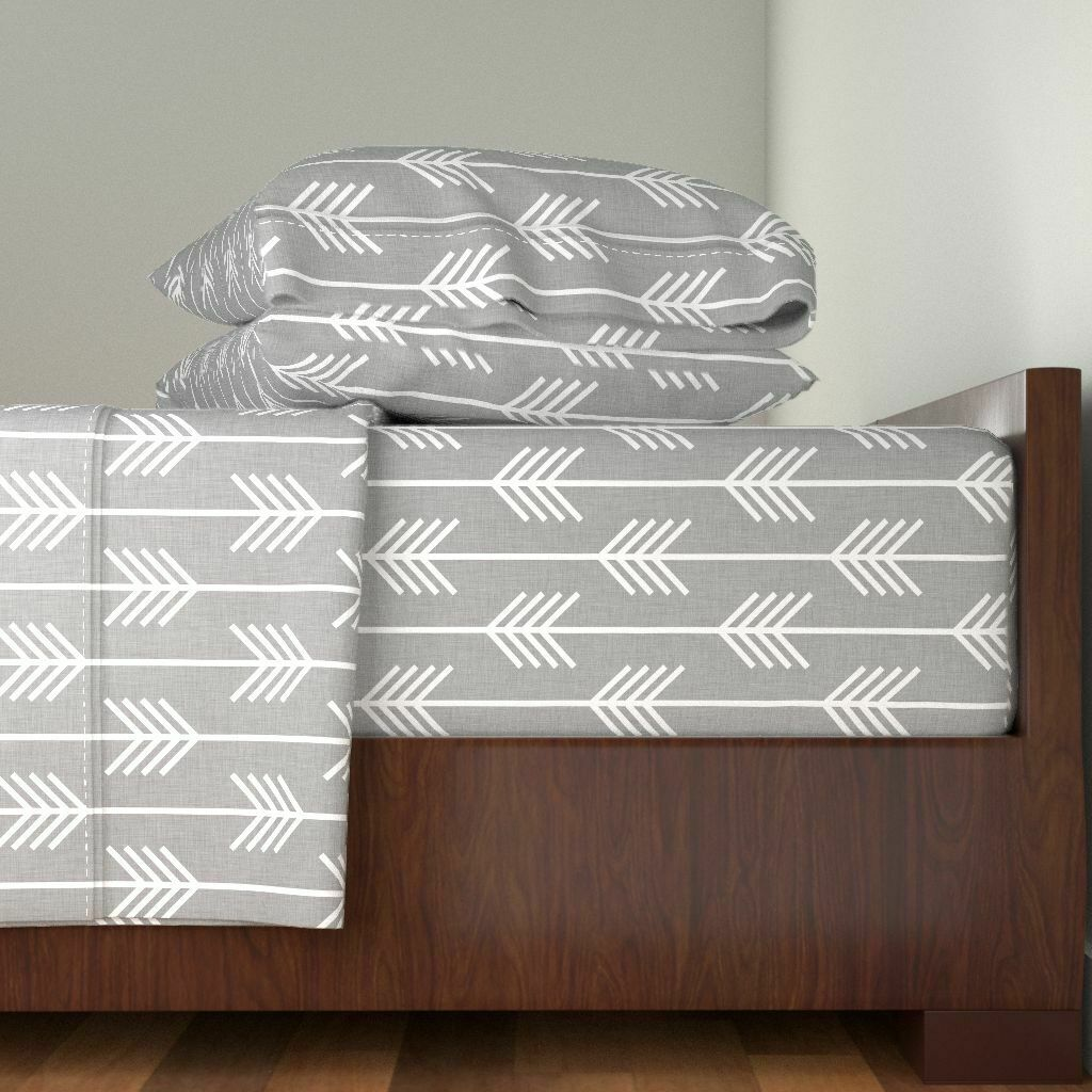 Arrows In Light grau Designed Arrow 100% Cotton Sateen Sheet Set by Roostery