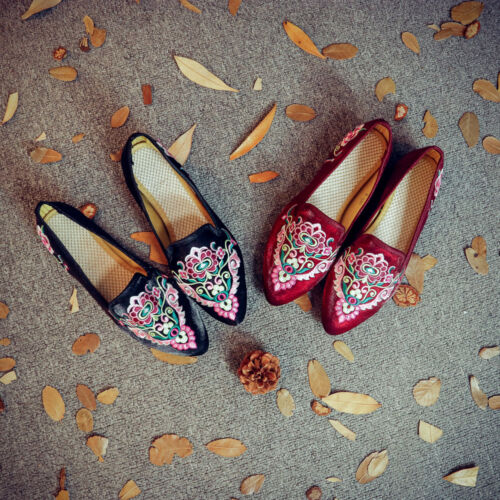 Chinese Silk Ladies Embroidered Shoes Casual Slope Heel Satin Shoes Plus Size