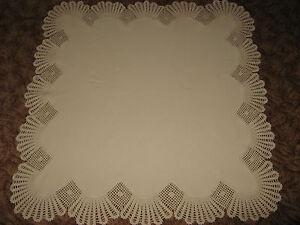 Schoene-Tischdecke-Handarbeit-Haekelrand-gehaekelt-ca-100-x-100cm