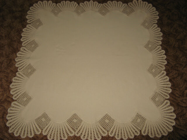 Schöne Tischdecke-Handarbeit-Häkelrand-gehäkelt-ca. 100 x 100cm