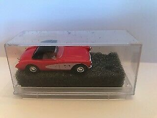 Praline 5401 HO /'57 Red with Black Top Chevrolet Corvette