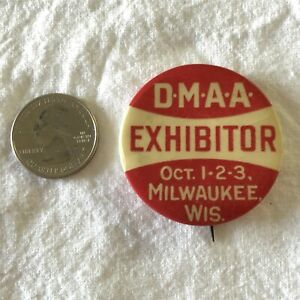DMAA Exhibitor Milwaukee Wisconsin VTG St Louis Co Pinback Button #37460
