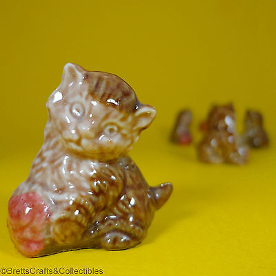 Wade Whimsies (1967/84) Series 2 Issues (Set #1 1971/84) #4 Kitten with Woolball