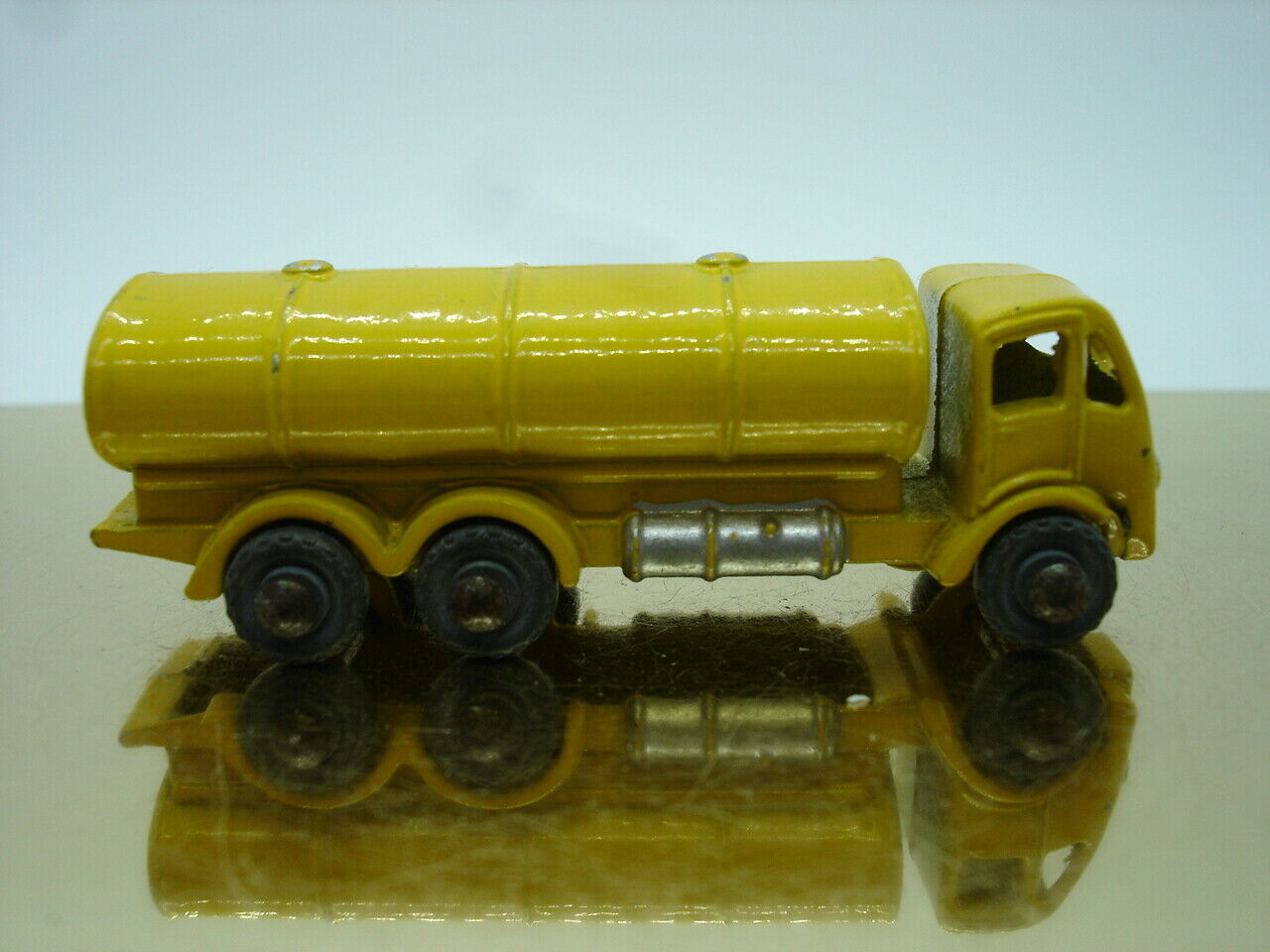 Matchbox 1-75 Moko Lesney No. 11 a Petrol Tanker 1955 53mm Yellow metallr