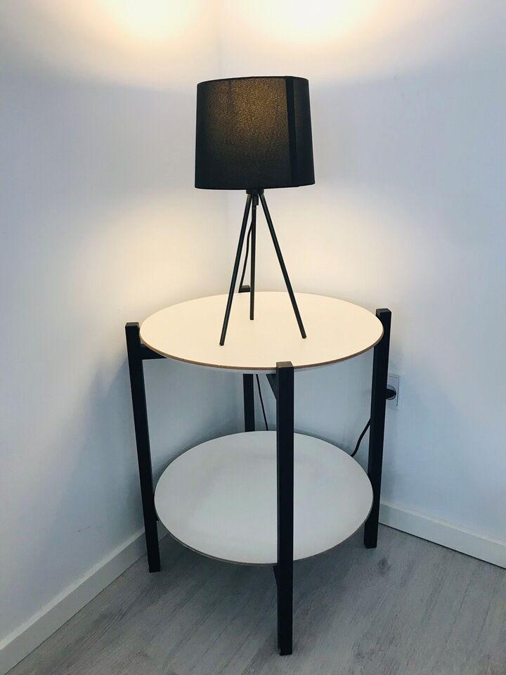 Bakkebord, Dansk design, b: 55 l: 55 h: 60
