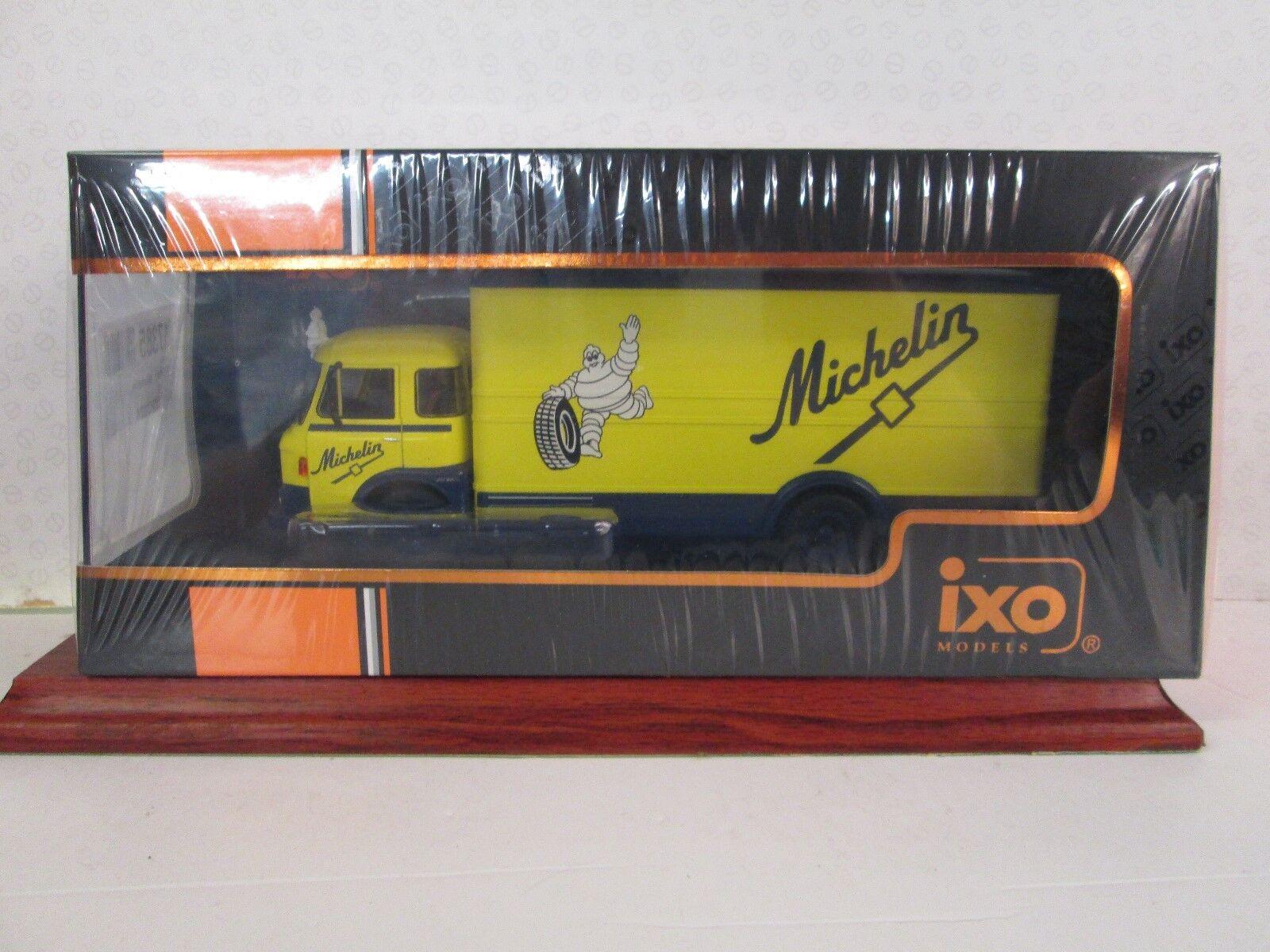 IXO. Saviem JM 21 240. Pneus Michelin. 1 43. JAUNE BLEU. 1970. Tru 024