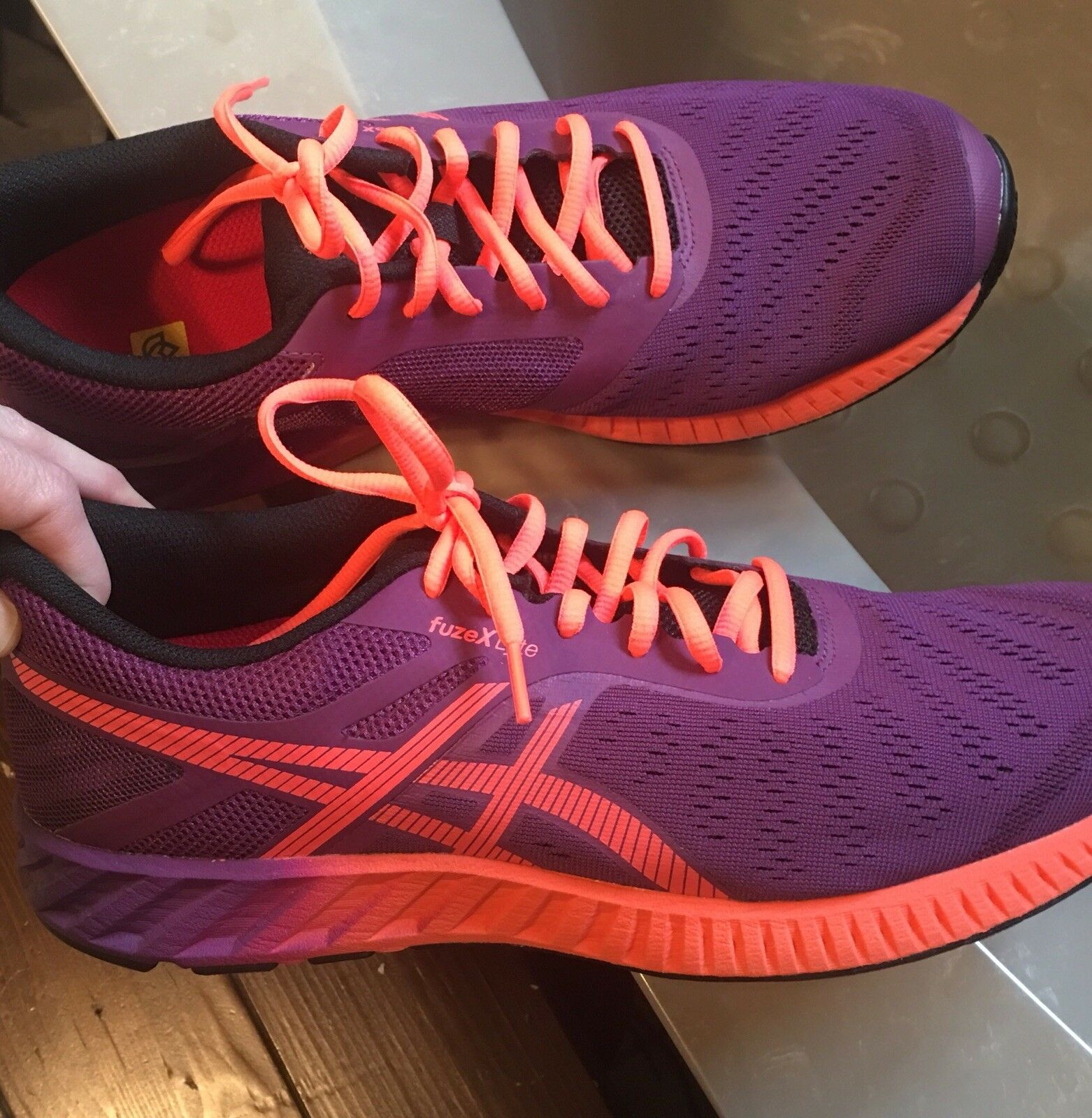 Womens Ascic Athletic shoes, NEW  Size 12 W O Box