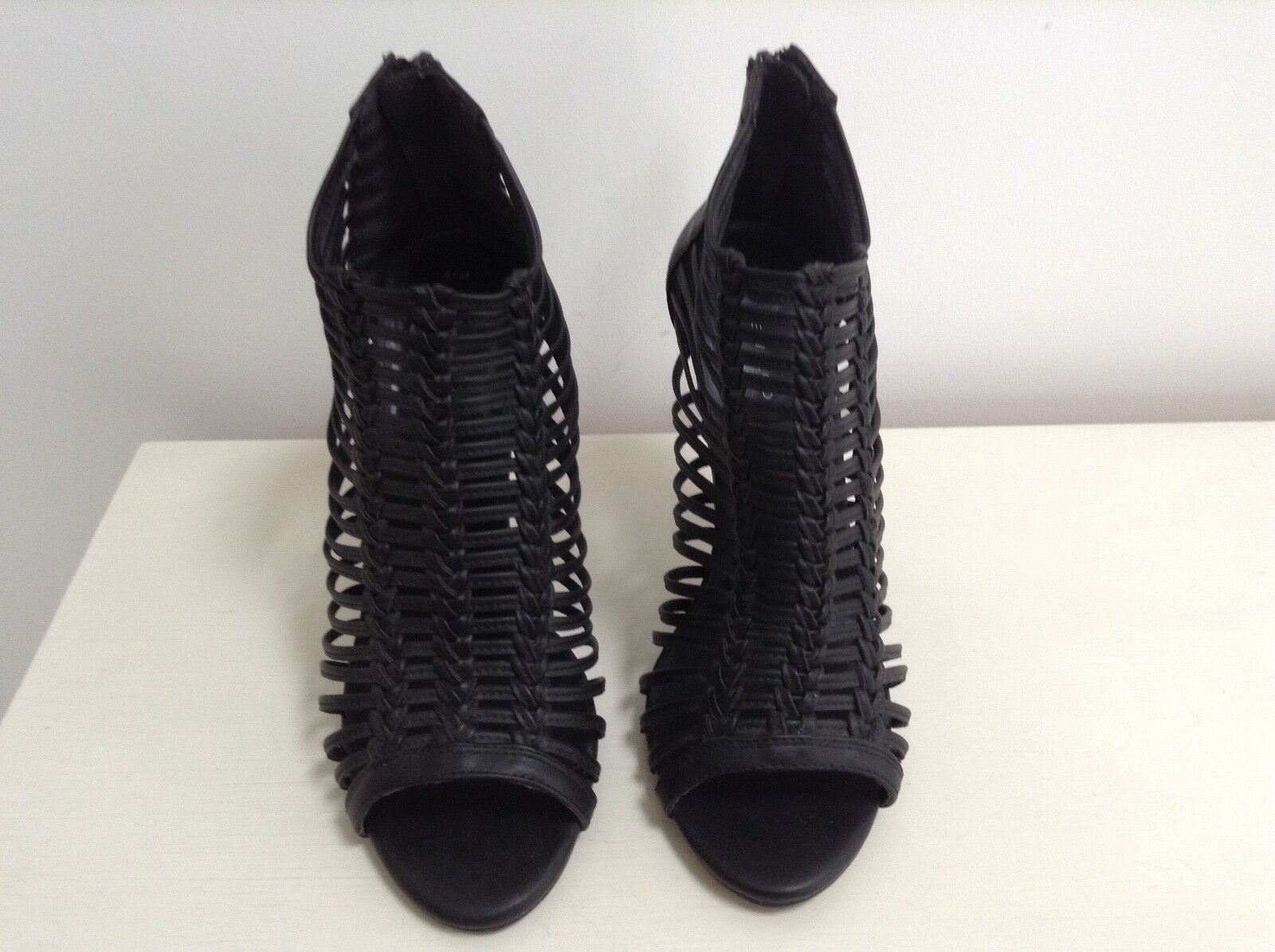 Ladies Black High Look Heeled sandals from New Look High Size 6/39 8a73ed
