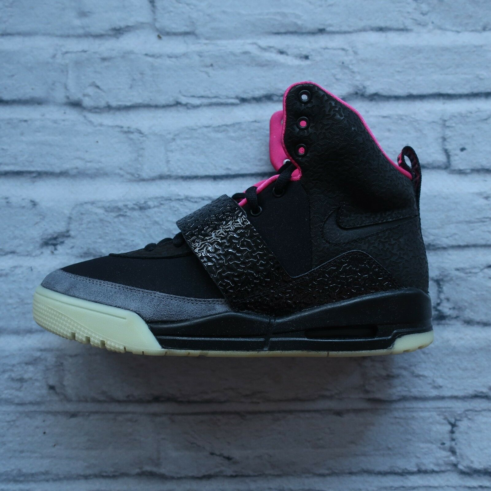 NEW 2009 Nike Air Yeezy 1 shoes 366164-003 Size 9.5 DS