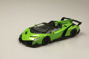 Kyosho-Lamborghini-Veneno-Roadster-Green-Metallic-Red-Line-1-18
