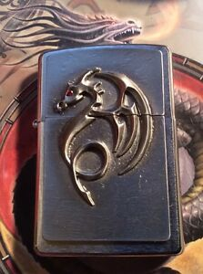 ZIPPO ANN STOKES DESIGN ( RED EYE DRAGON WITH RED CRYSTAL IN EYE )EMBLEM LIGHTE