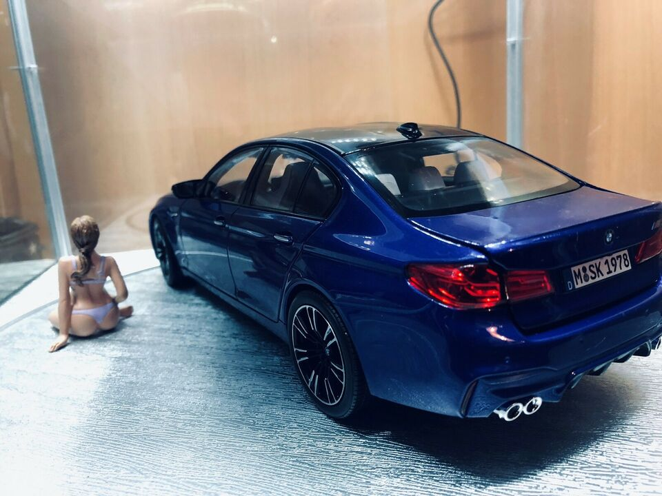 Modelbil, BMW M5 F90, skala 1:18