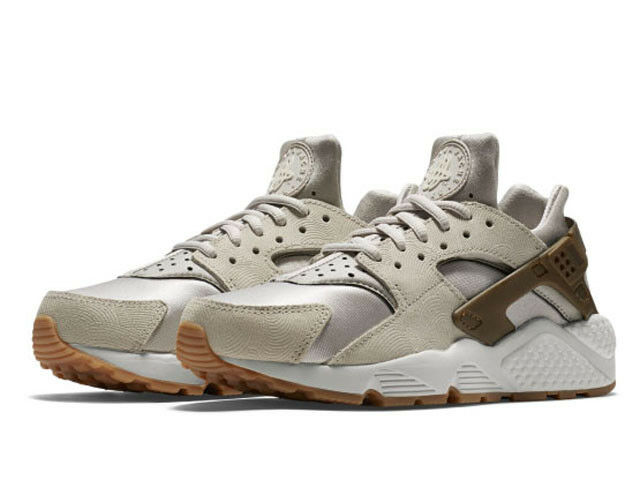 Nike Women's Air Huarache Run Premium Suede Athletic Shoes 833145 001 Size: 8