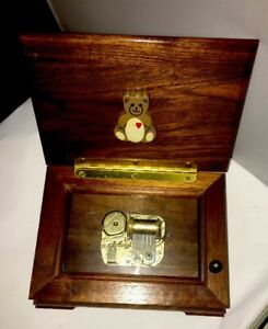 Sankyo-Music-Box-Japanese-Wooden-Handcrafted-Cub-Bear-Heart-Emblem-Logo