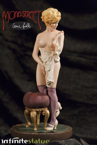Mona Street (Leone Frollo) Ultra Limited Statue (120 pcs) + Signed Sketchbook