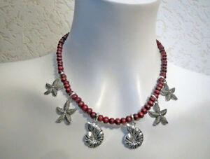 collier ras de cou bordeaux