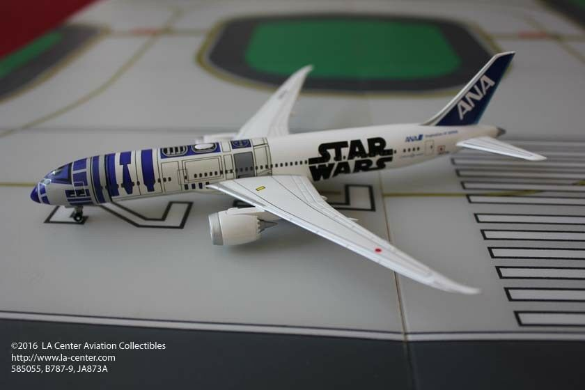 ANA Trading All Nippon ANA Boeing 787-9 Star War Color Plastic Model 1:400