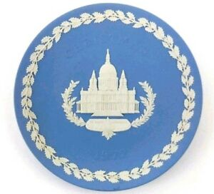 Wedgwood-Jasper-Ware-Blue-White-St-Paul-039-s-Cathedral-Design-1972-Christmas-Plate