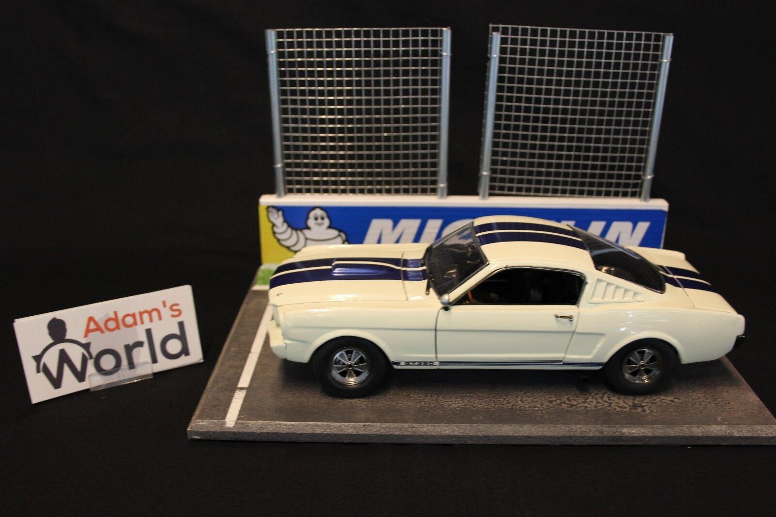 ACME Shelby GT350 1:18 bianca / blu