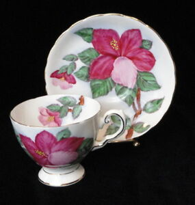 Vintage-TUSCAN-England-Bone-China-HAWAIIAN-FLOWER-Red-Hibiscus-TEA-CUP-amp-SAUCER