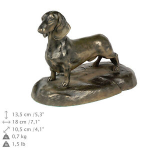 Dachshund-smooth-dog-bust-statue-on-wooden-base-ArtDog-Limited-Edition-AU