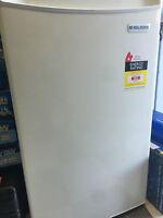 Igloo 128l Mini Bar Fridge & Freezer White 500x540x850 (w X D X H, Mm)