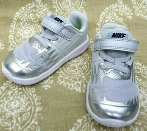 Préstamo de dinero amortiguar Vueltas y vueltas  Girls infant Nike Silver Star Runner Trainers UK Size 5.5 eu 22 12 cm | eBay
