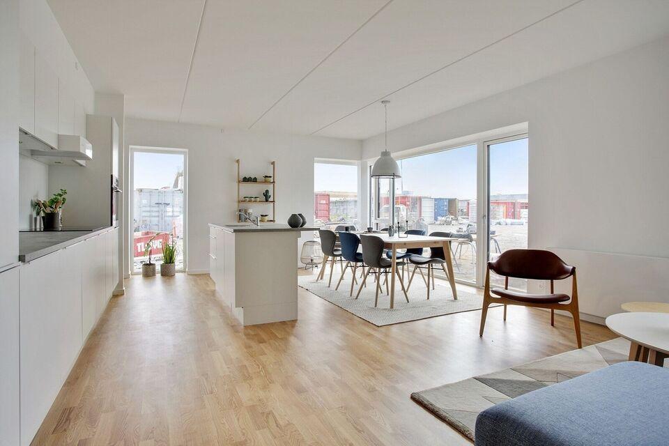 9200 vær. 4 lejlighed, m2 99, Poul Anker Bechs Vej