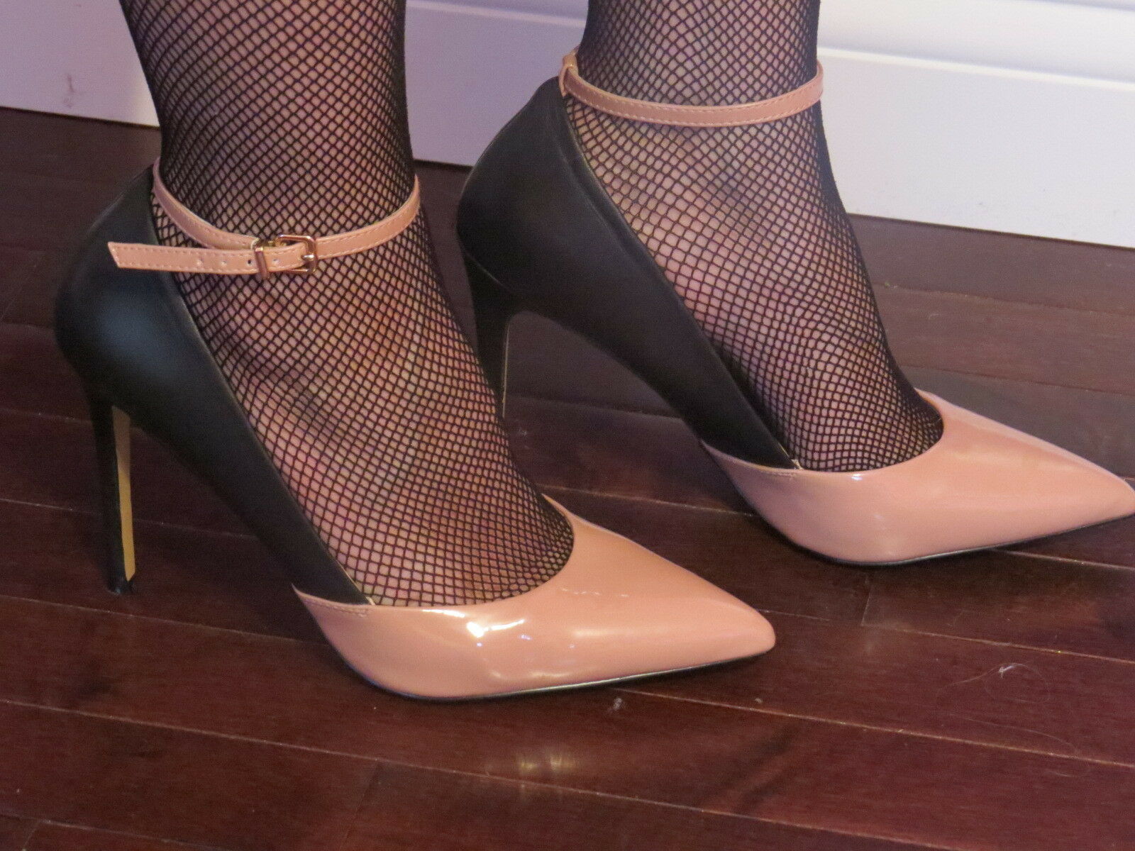 NEW!!! Victorias Secret!! Beige And Black Ankle Strap Heels Size:8B