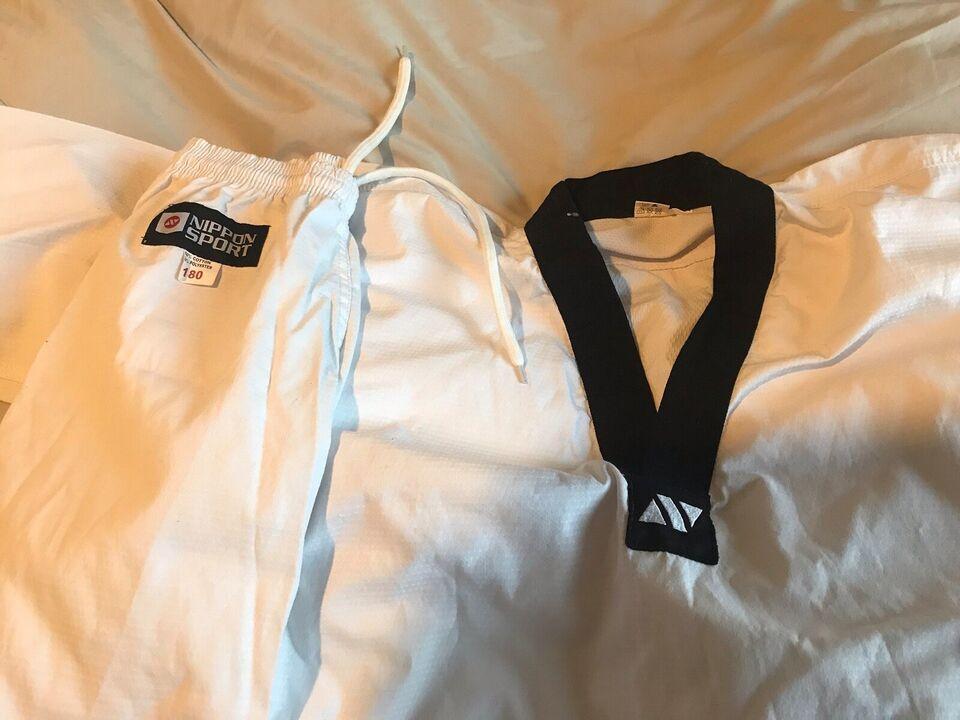 Judoudstyr, Måske judo, eller karate eller jitsu.