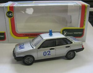 LADA-VAZ-2109-Samara-Limousine-Argent-police-russe-Modele-Metal-1-43-Neuf-dans-sa-boite