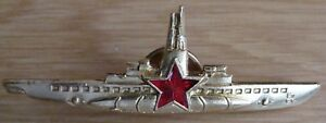 Russian-submarine-captain-enameled-red-star-silver-color-old-style-badge