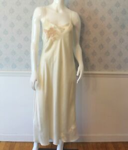 Vintage-1930s-1940s-Yolande-Hand-Made-Ivory-Floral-Lace-Applique-Silk-Slip-Sz-44