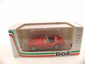 """Model Box • 8410 • AC Shelby Cobra """"Ruote A Raggi """" • 1/43 - France - État : Neuf: Objet neuf et intact, n'ayant jamais servi, non ouvert. Consulter l'annonce du vendeur pour avoir plus de détails. ... Marque: Model Box Echelle: 1/43 Couleur: rouge Emballage d'origine: Emballage d'origine Matire: Moulé sous pres - France"""